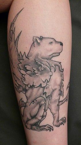 Grifone tatuato sulla gamba