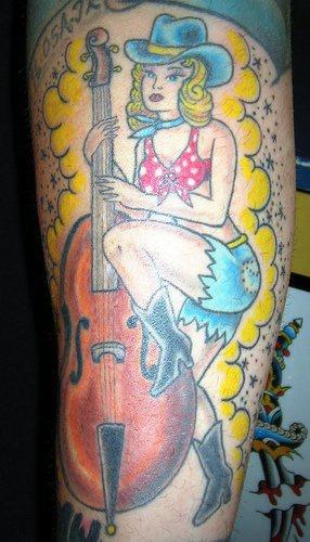 Fille Avec Le Tatouage De Guitare Sur Le Bras Tattooimages Biz