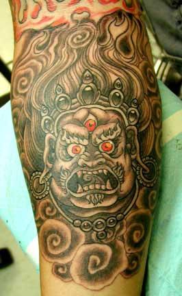 Maschera asiatica con tre occhi