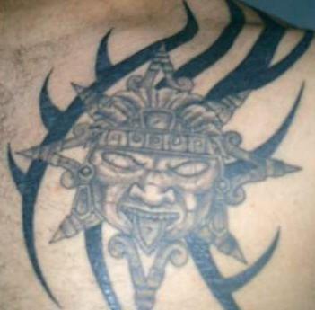 Divino Azteco cattivo tatuato