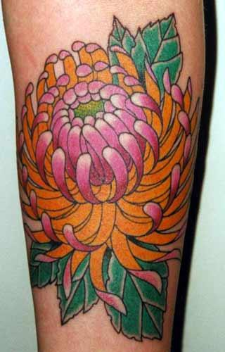 maestoso fiore che fiorisce tatuaggio colorato