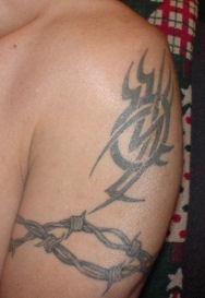 filo spinato tribale tatuaggio