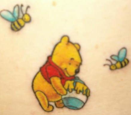 winnie pooh orso cartone animato tatuaggio