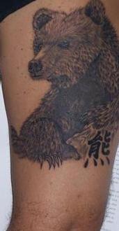 bimbo orso marrone tatuaggio particolare
