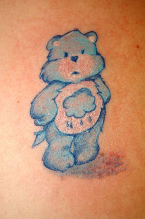 orso blu  con nuvola sulla pancia tatuaggio