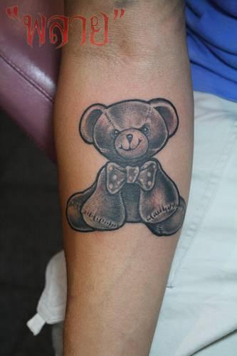 orsacchiotti arrabiato tatuaggio sul braccio