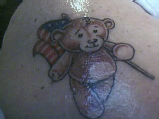 patriota americano orsetto tatuaggio