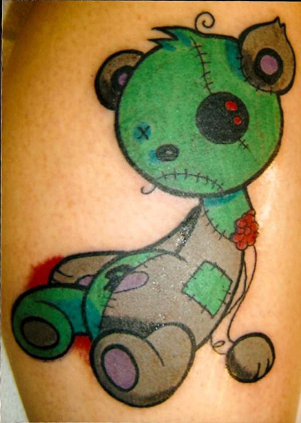 orsacchiotto stracciato tatuaggio colorato