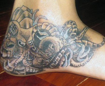 Biomechanical octopus on feet