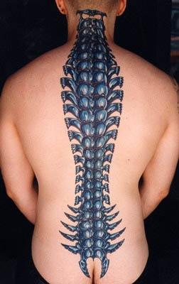 biomech colonna vertebrale osso colrato tatuaggio