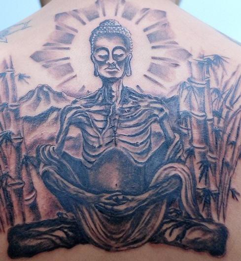 uomo morto medita in shambala tatuaggio