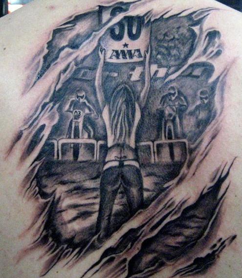 nero e bianco corse automobilistiche sotto pelle tatuaggio