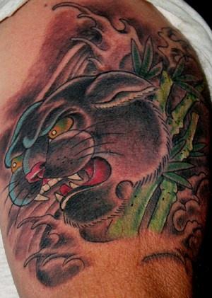 Pantera nera in bosco di bambu tatuaggio