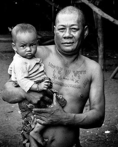 buddista nativo sul petto tatuaggio