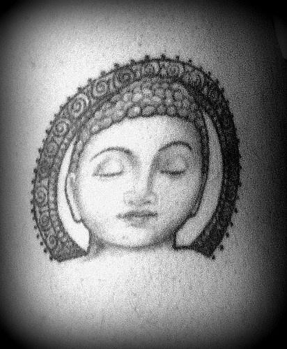 buddha testa tranquilla tatuaggio