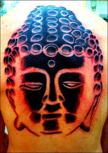 buddha pietre sulla testa tatuaggio sulla testa