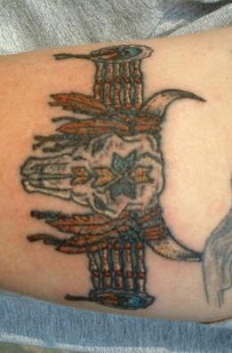 nativo cranio toro americano bracciale ratuaggio colorato