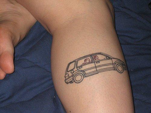 macchina famigliare tatuaggio inchiostro nero