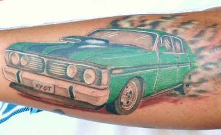 verde macchina muscle tatuaggio