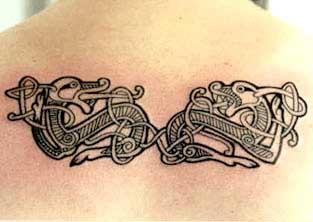 doppio celtico di chimere stile tatuaggio nero