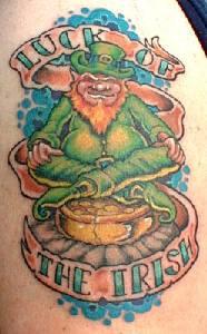 la fortuna irlandese verde leprechaun tatuaggio
