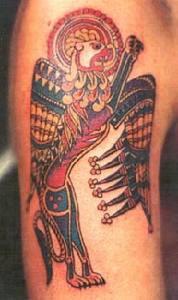 vecchio celtico ucello mitologgico tatuaggio colorato