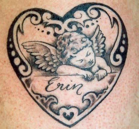 cherubino in cuore sta dormendo tatuaggio
