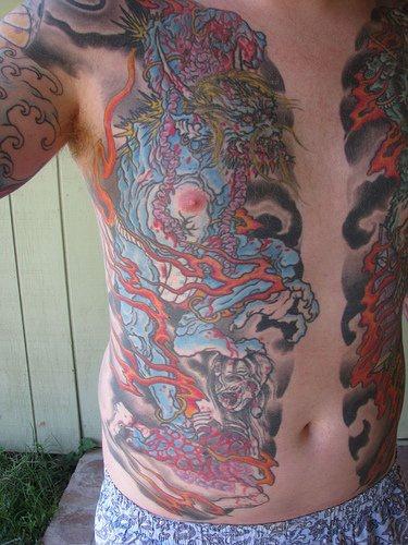 Grande tatuaggio sul petto I mostri marini
