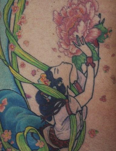 Le Tatouage Colore De Fille Chinoise Tenant Une Fleur Rose