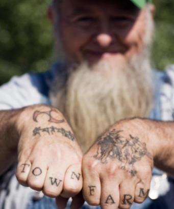 Knuckle tattoo, townfarm, black styled inscription