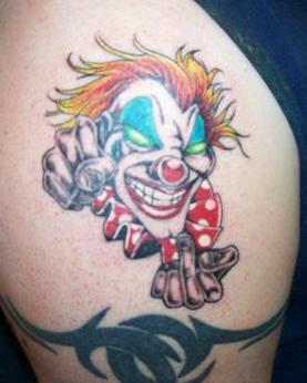 pagliaccio vulgare tatuaggio colorato