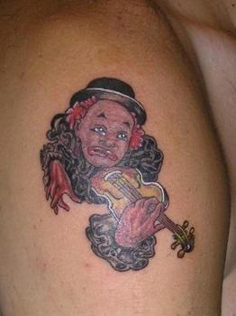 pagliaccio triste suona violino tatuaggio