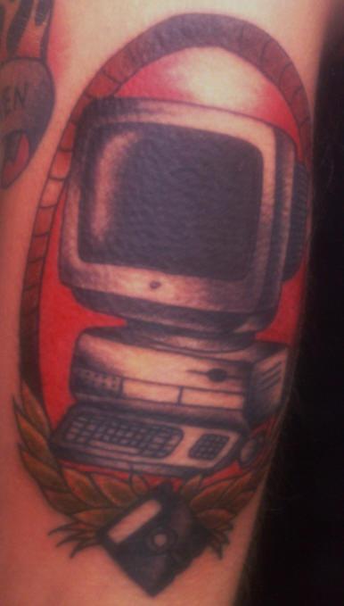 Computer vecchio tatuaggio