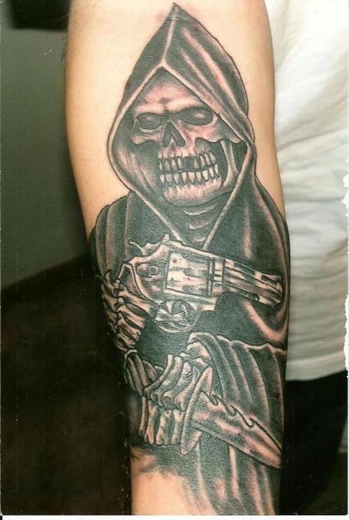 Death with pistol and dagger on arm