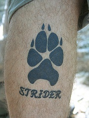 tatuaje de huella de perro Strider