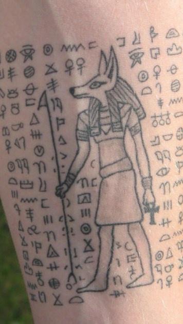 Le Tatouage D Hieroglyphes Egyptien Avec Anubis Tattooimages Biz