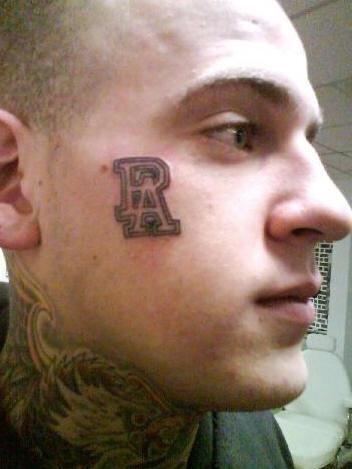 Due lettere tatuate