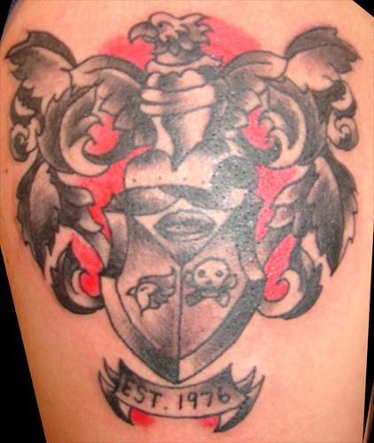 moderna stemma di famiglia tatuaggio
