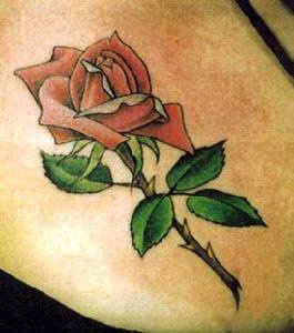 eccezionale rosa rossa tatuaggio