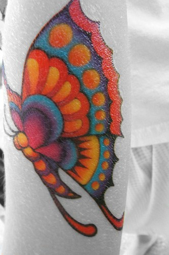 Bellissima farfalla variegata tatuata