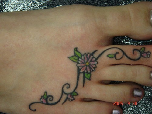 Small girly flower tracery on foot