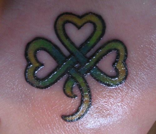 Trifoglio verde tatuaggio