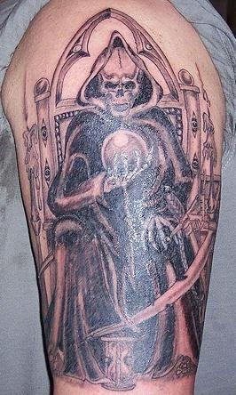 trono della morte con sfera magica tatuaggio