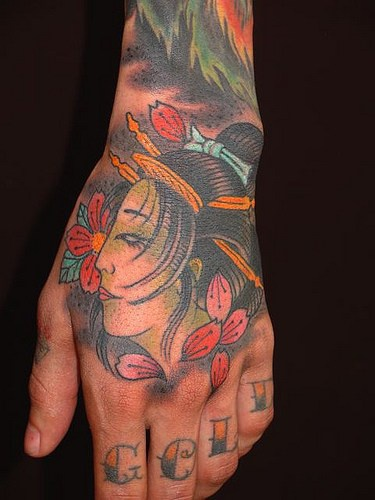Traditionelle Geisha Tätowierung an der Hand