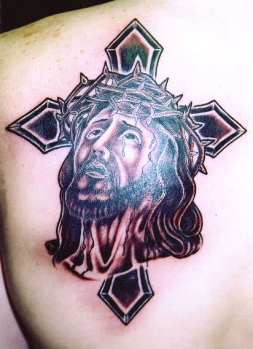 gesu in dolore con croce tatuaggio