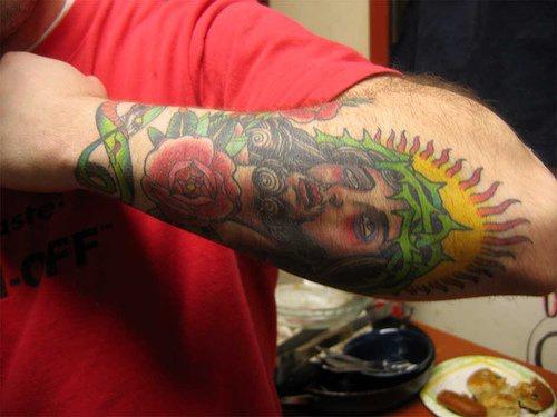 """ritratto colorato arm gesu"""" sul braccio tatuaggio"""