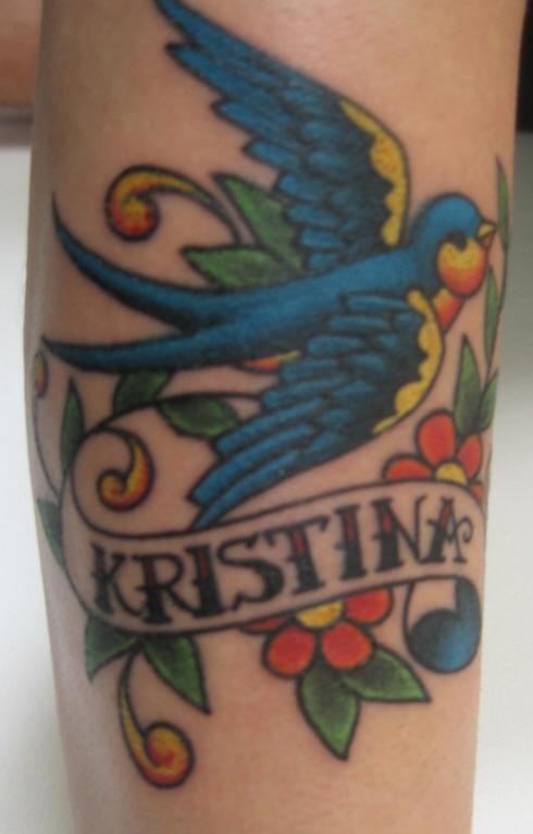 passero blu con i fiori tatuaggio