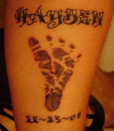 testo con impronto e date tatuaggio
