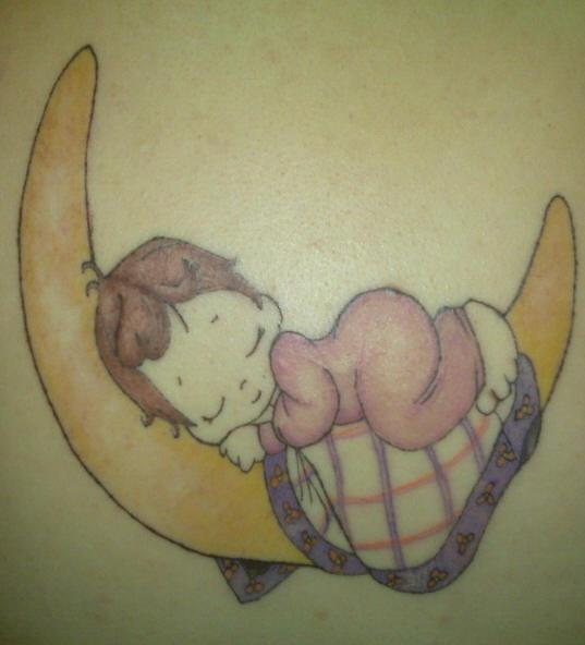 bimbo addormendato sulla luna tatuaggio