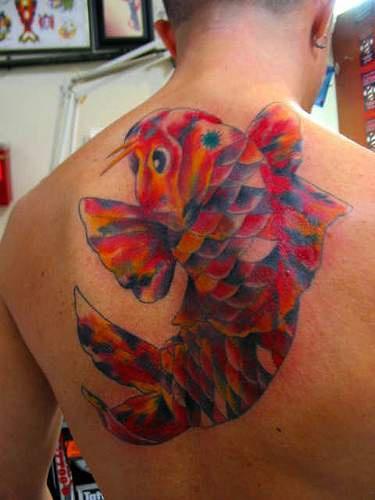 coloratissimo tatuaggio mosaico koi pesce sulla schiena tatuaggio